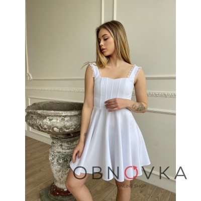 Белое женское платье