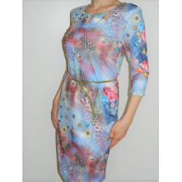 Яркое цветастое платье
