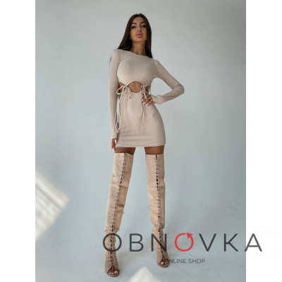 Трикотажное облегающее платье с завязками
