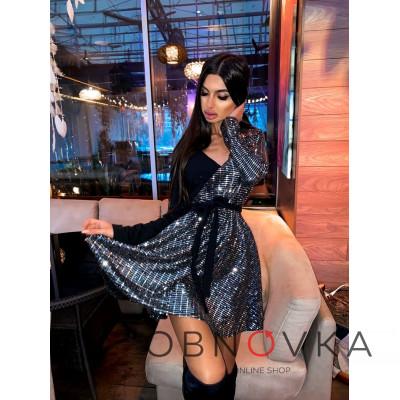 Комбинированное блестящее платье с запахом на груди